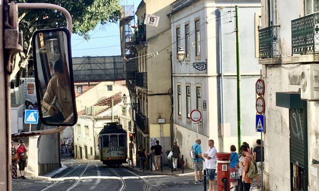 Lisabona și cartierul Alfama