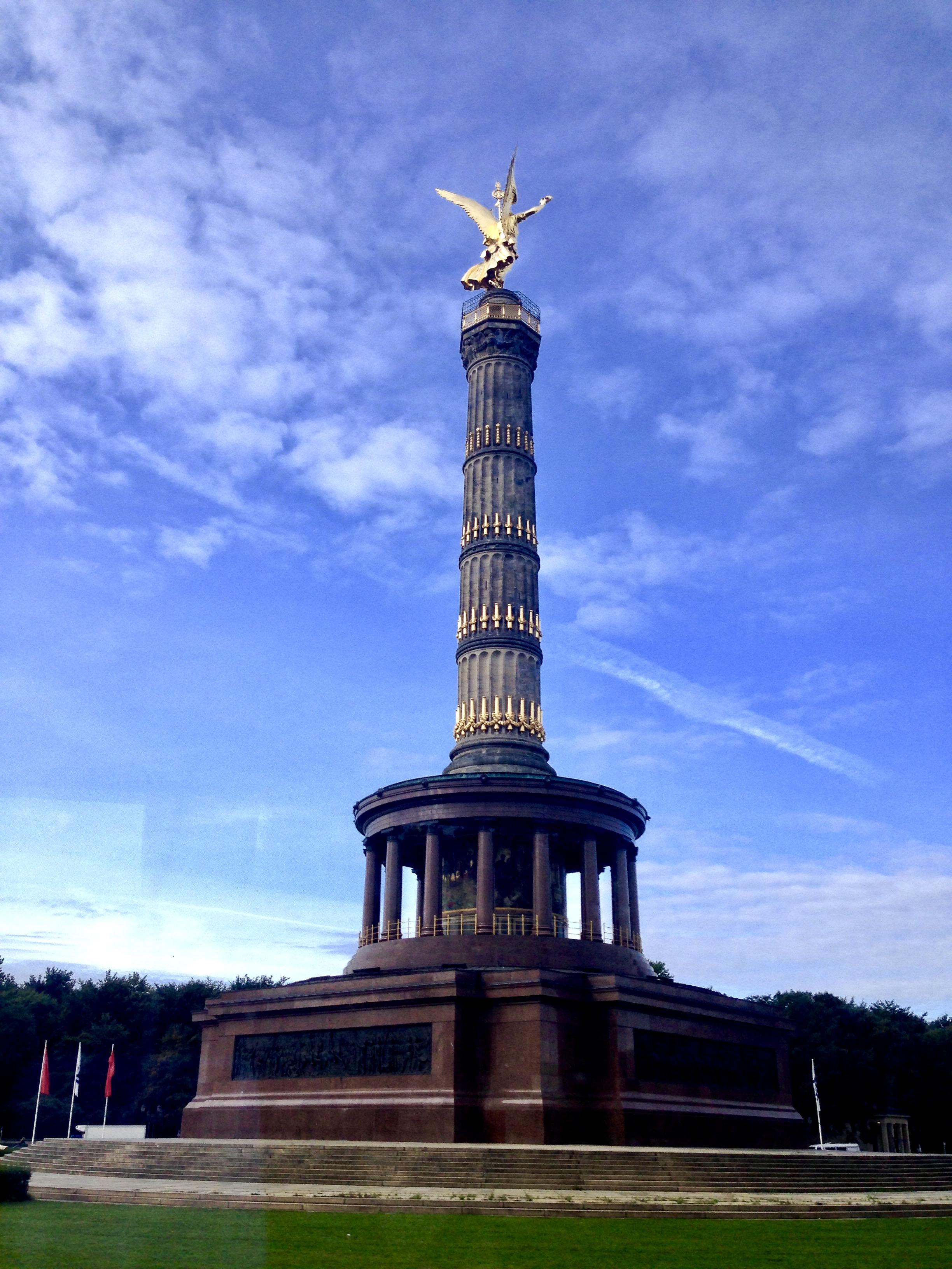 Coloana Victoriei, ce susține statuia zeiței Victoria