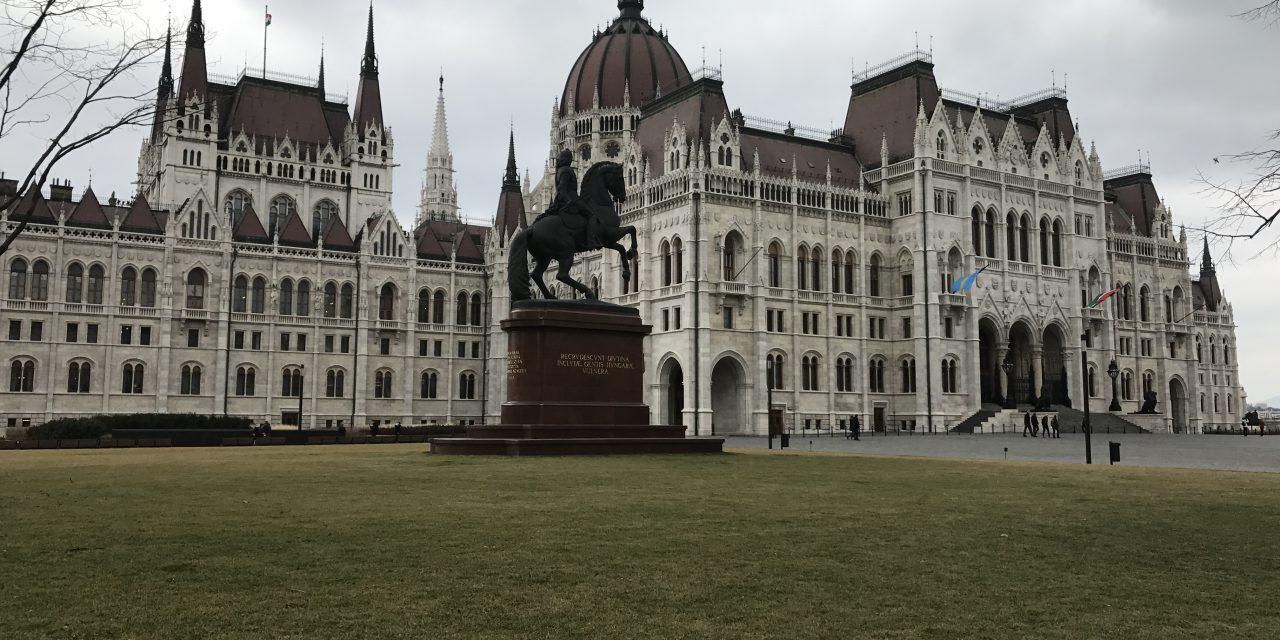 Budapesta și ale ei bijuterii din Pesta