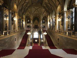 Treptele principale din Palatul Parlamentului din Budapesta