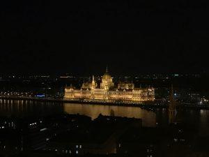 Palatul Parlamentului din Budapesta văzut noaptea