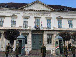 Schimbarea gărzii la Castelul Buda din Budapesta