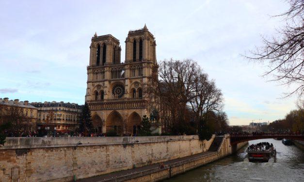 Catedrala Notre Dame și Basilica Sacré-Coeur din Paris