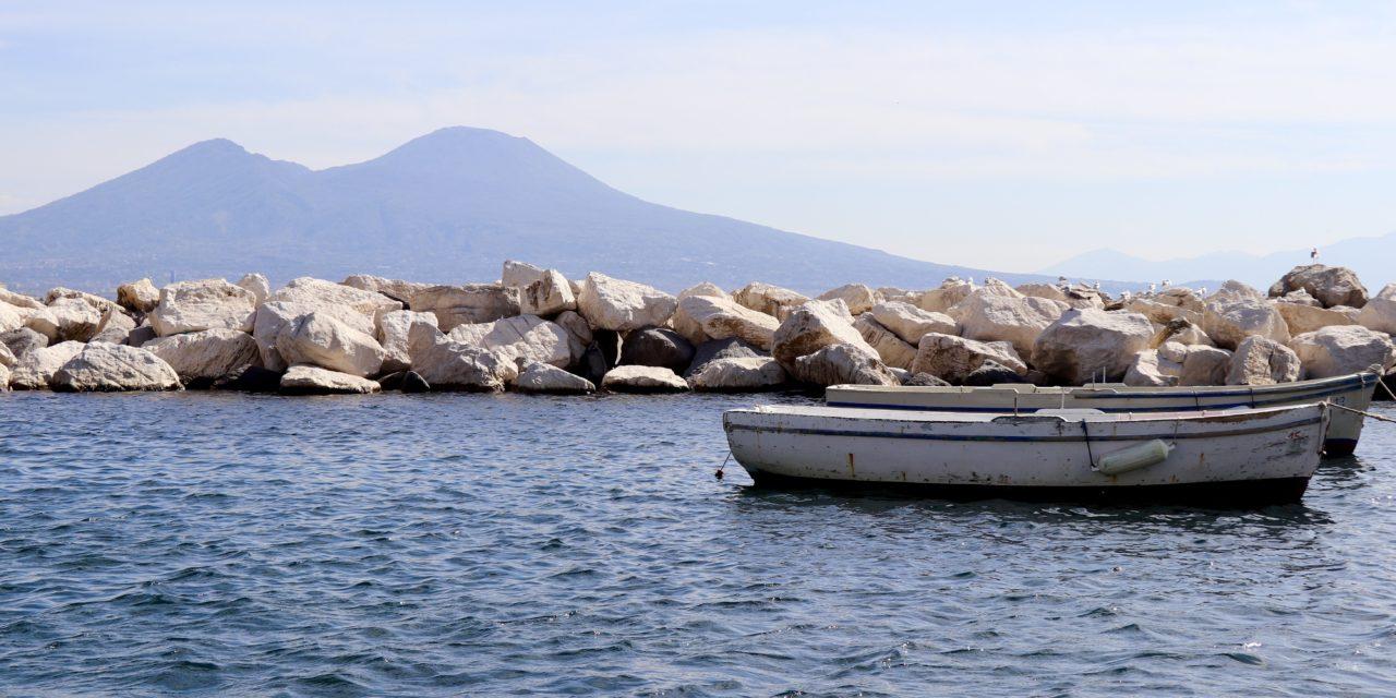 În mijlocul agitației din Napoli și mai departe de ea