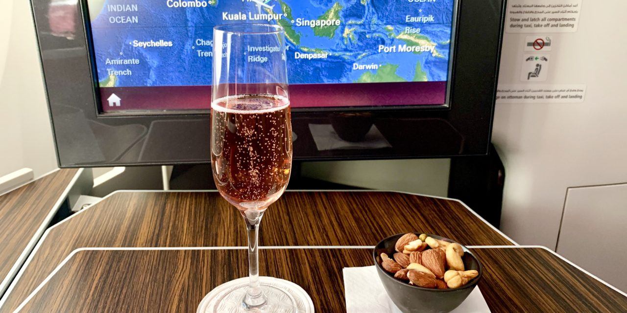 Pentru prima dată la bordul aeronavelor Qatar Airways – experiența zborului în cabinele business și economică