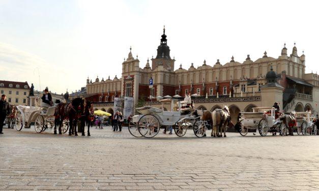 Cracovia – o poveste cu trăsuri, castele și drumuri regale